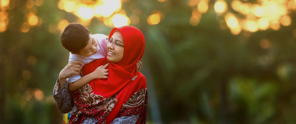 wg-muslim-mother-and-child-hero.jpg__1500x670_q85_crop_subsampling-2