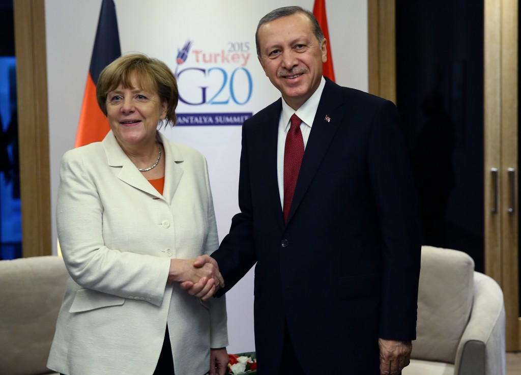 Turkey's President Tayyip Erdogan (R) meets with German Chancellor Angela Merkel at the Group of 20 (G20) leaders summit in the Mediterranean resort city of Antalya, Turkey, November 16, 2015. REUTERS